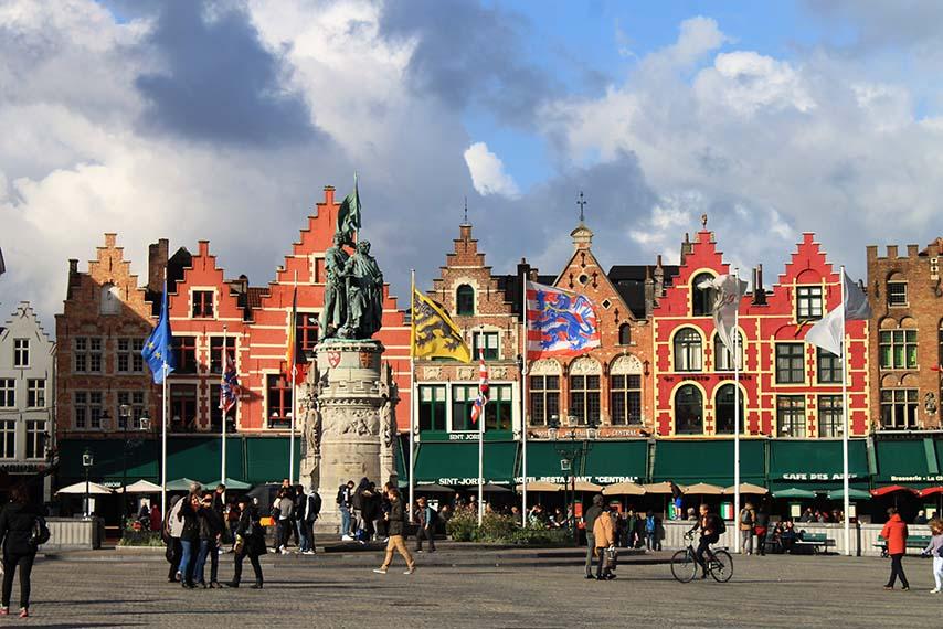 Praça na cidade de Bruges na Bélgica