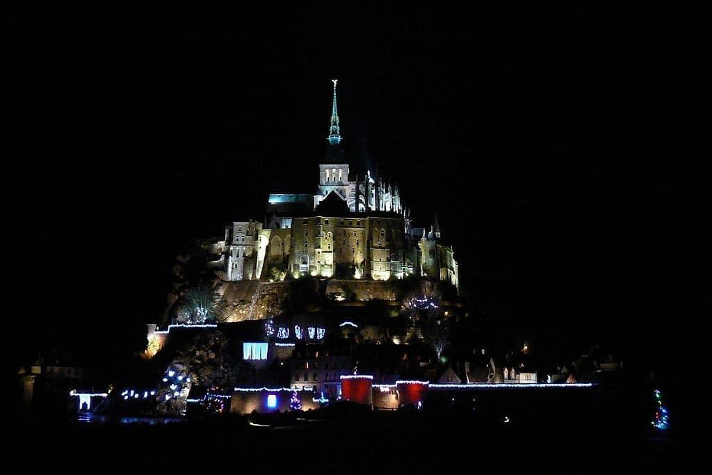 Monte Saint-Michel de noite