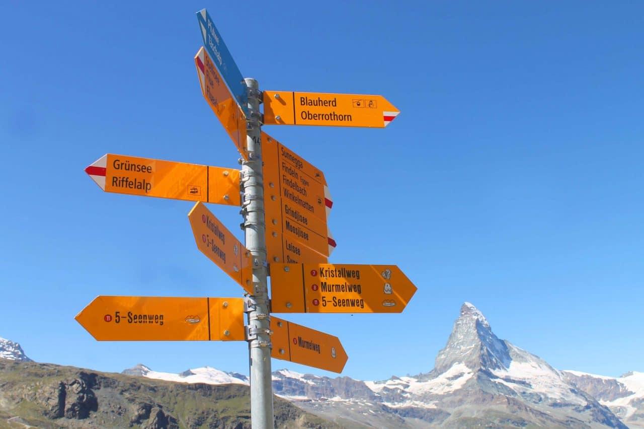 Direções das trilhas em Zermatt na suíça