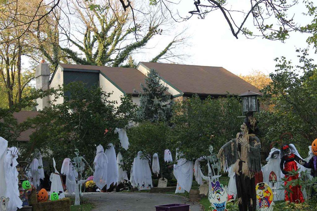 Decoração de jardim no halloween em casa nos Estados Unidos